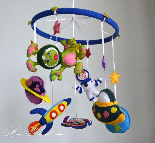 Развивающие игрушки ручной работы. Ярмарка Мастеров - ручная работа. Купить Мобиль в кроватку для малыша в космическом стиле. Handmade. инопланетянин