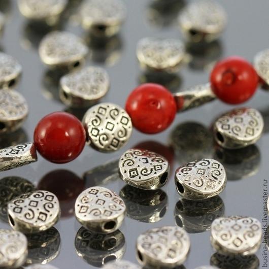 Бусины металлические Таблеточки I формы диск диаметром 6 мм и покрытием античное серебро для сборки украшений комплектами по 10 бусин\r\nПример сочетания с бусинами диаметром 8 мм