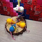 Год Крысы ручной работы. Ярмарка Мастеров - ручная работа Амигуруми маленькие мышки-сувениры. Handmade.