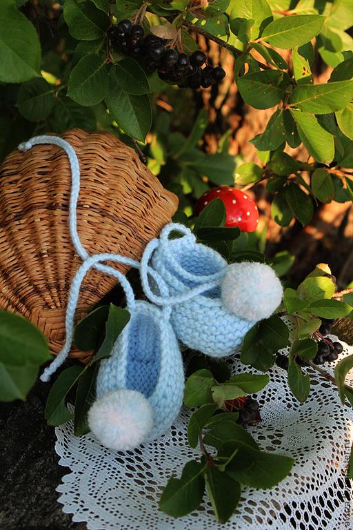 """Для новорожденных, ручной работы. Ярмарка Мастеров - ручная работа. Купить Пинетки вязаные """"Голубика"""". Handmade. Голубой, детские тапочки"""