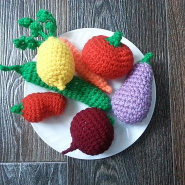 Куклы и игрушки ручной работы. Ярмарка Мастеров - ручная работа Игрушки: вязаные овощи для развития мелкой моторики. Handmade.