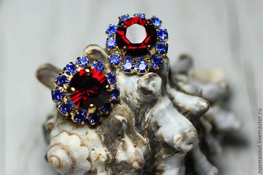 Серьги ручной работы. Ярмарка Мастеров - ручная работа. Купить Серьги-гвоздики с красно-синими кристаллами сваровски. Handmade. Красный