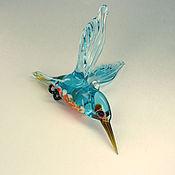 Подарки к праздникам ручной работы. Ярмарка Мастеров - ручная работа Подвесная фигурка  из цветного стекла Птица Зимородок El pescador. Handmade.