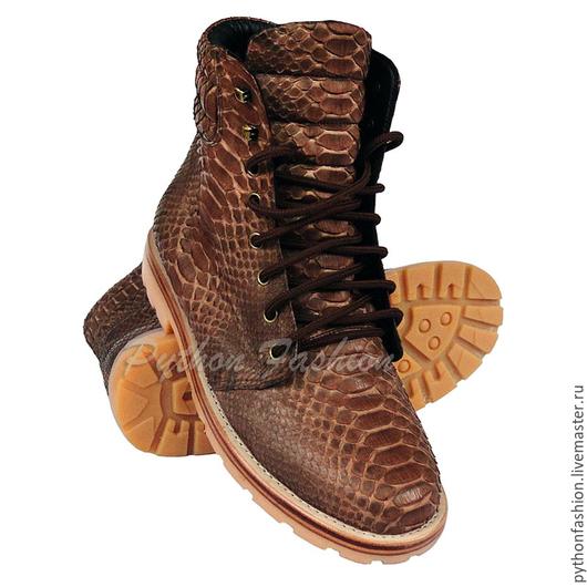 Ботинки из кожи питона. Дизайнерские ботинки из питона. Кожаные мужские ботинки ручной работы. Весенние ботинки из питона на заказ. Ботинки из кожи питона на весну. Модные ботинки унисекс из питона.