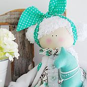 Куклы и игрушки ручной работы. Ярмарка Мастеров - ручная работа Куколка с бирюзовой лошадкой. Handmade.