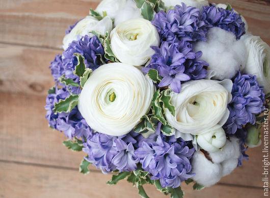 Свадебный букет невесты в бело-голубой гамме