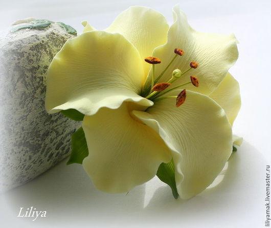 Заколки ручной работы. Ярмарка Мастеров - ручная работа. Купить Лилия нежно-лимонная для украшения прически ( зажим). Handmade.