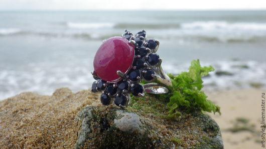 Кольца ручной работы. Ярмарка Мастеров - ручная работа. Купить Перстень с рубином и сапфирами, серебро 925 пробы. Handmade.