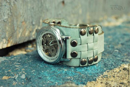 Часы наручные Knight Mint на широком кожаном браслете из натуральной кожи с плетением