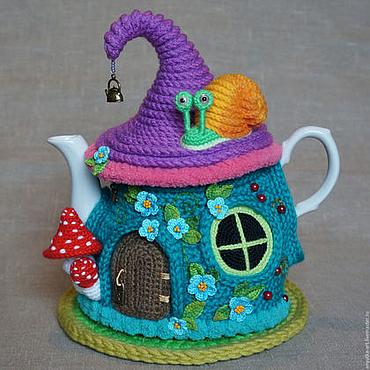 """Для дома и интерьера ручной работы. Ярмарка Мастеров - ручная работа Грелка на чайник """"Бирюзовый сказочный домик"""" (с чайником). Handmade."""