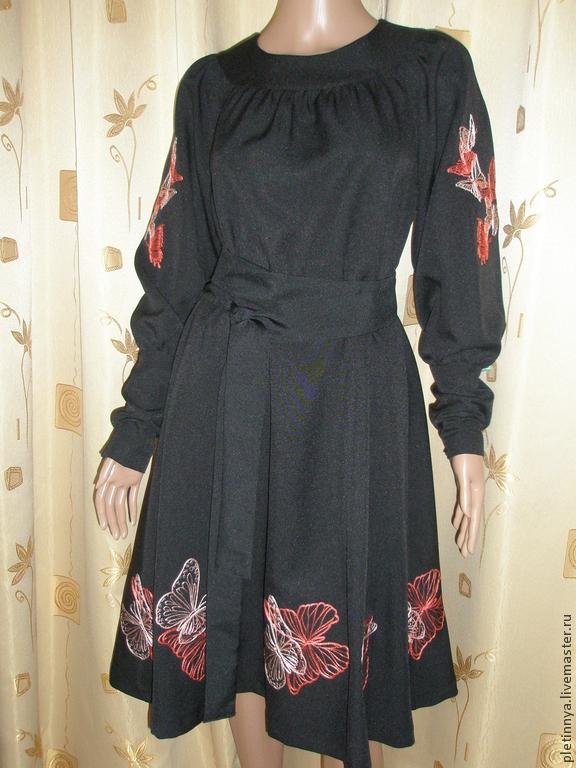 Вышивка бабочек на платье 856
