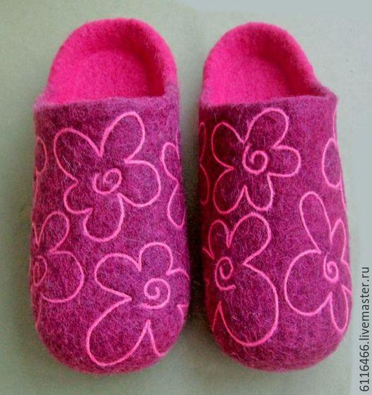 Обувь ручной работы. Ярмарка Мастеров - ручная работа. Купить Домашние валяные тапочки ручной работы  Цветастые. Handmade. Розовый