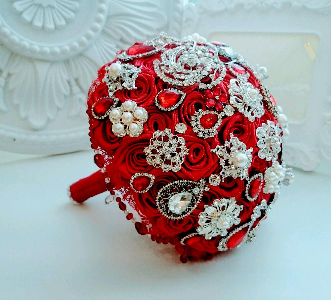 De color rojo brillante broche ramo de 'mónica', Wedding bouquets, Moscow,  Фото №1
