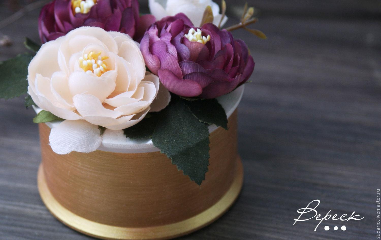 Фото свадебных колец и цветов