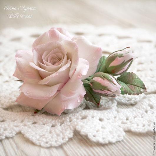 """Заколки ручной работы. Ярмарка Мастеров - ручная работа. Купить Заколка из полимерной глины """"Бело-розовая роза в росе"""". Handmade."""
