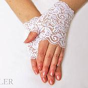 Свадебный салон ручной работы. Ярмарка Мастеров - ручная работа Митенки кружевные для невесты Белый свет. Handmade.