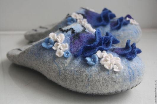 """Обувь ручной работы. Ярмарка Мастеров - ручная работа. Купить Тапочки-шлепки """"Полевые цветы"""".. Handmade. Серый, тапочки валяные"""