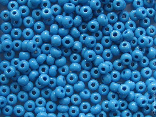 Бисер ярко-голубой глянцевый 5/0, 4,6 мм