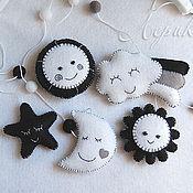 """Куклы и игрушки ручной работы. Ярмарка Мастеров - ручная работа Черно-белый мобиль на кроватку для новорожденного """"Прогноз погоды"""". Handmade."""