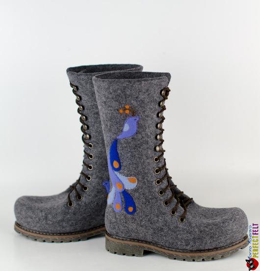 Ботинки  валяные  `Птицы цвета УльтраМарин`