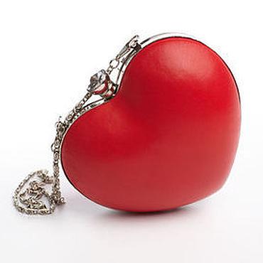 Сумки и аксессуары ручной работы. Ярмарка Мастеров - ручная работа Красный клатч в форме сердца. Handmade.