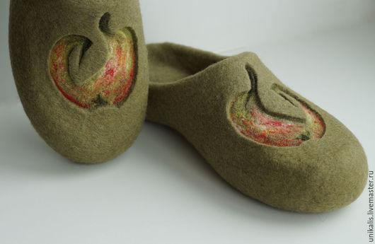 """Обувь ручной работы. Ярмарка Мастеров - ручная работа. Купить Валяные тапочки """"Яблочные"""". Handmade. Оливковый, тапочки из шерсти"""
