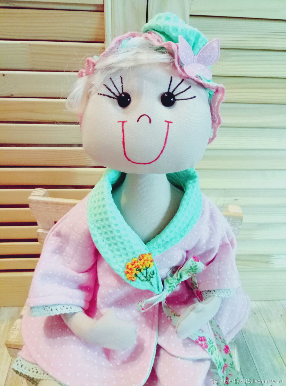 Куколка тиффани на кухне