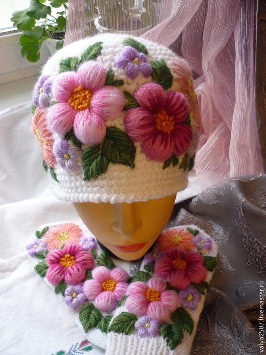 """Варежки, митенки, перчатки ручной работы. Ярмарка Мастеров - ручная работа. Купить Варежки и шапочка с вышивкой """"Комплект- Цветочное настроение"""". Handmade."""