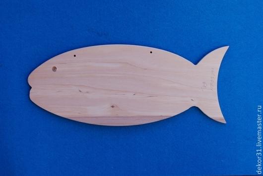 Заготовка - рыбка,с удовольствием ответит Вашему вкусу.В верхней части есть 2 отверстия для подвешивания.