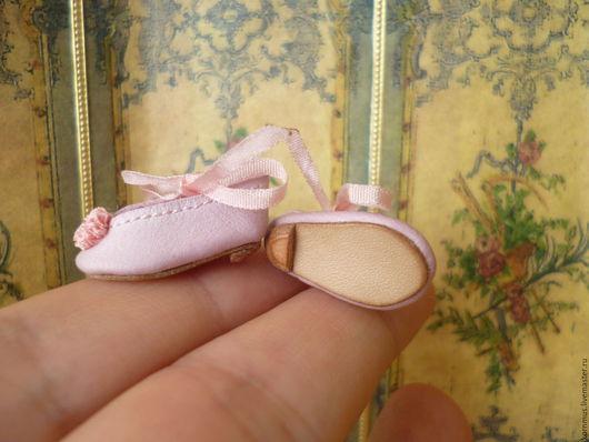 Одежда для кукол ручной работы. Ярмарка Мастеров - ручная работа. Купить Крошечные кожаные туфельки для куклы, длина 22 мм. Handmade.