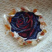 Украшения ручной работы. Ярмарка Мастеров - ручная работа Брошь кулон Пурпурная роза, вышивка гладью. Handmade.