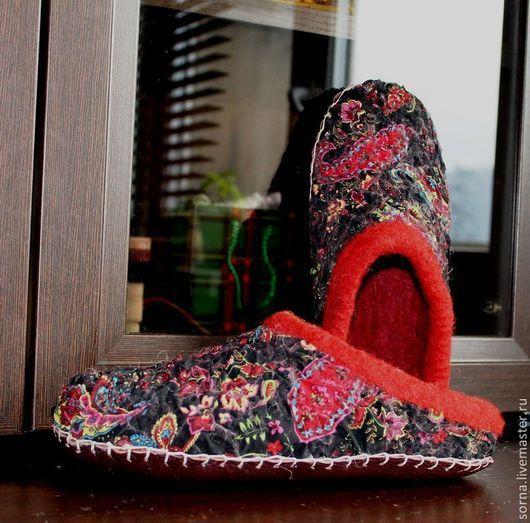 """Обувь ручной работы. Ярмарка Мастеров - ручная работа. Купить Тапочки-шлепки  домашние  валяные """"Red in the black"""". Handmade."""