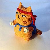 Куклы и игрушки ручной работы. Ярмарка Мастеров - ручная работа стикер вязаный кот  Персик-самурай. Handmade.