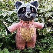 Мягкие игрушки ручной работы. Ярмарка Мастеров - ручная работа Мягкая игрушка Крошка Енот в комбинезоне, одежда для кукол. Handmade.