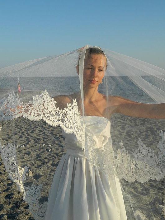 Изысканная фата для венчания.Длина фаты 2,5м; 3 м;3,5 м; 4 м.Ширина кружева 20 см. Изготовлю фату любой сложности.