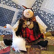 Куклы и игрушки ручной работы. Ярмарка Мастеров - ручная работа Бабуля с гусем-лебедем (народная кукла). Handmade.
