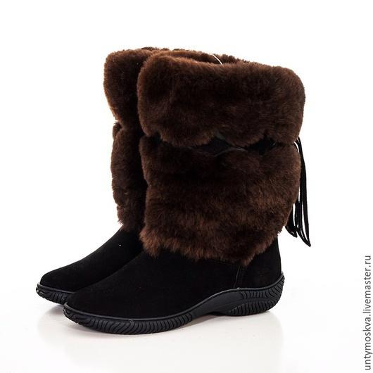 Мех снаружи: овчина натуральная. Мех внутри: овчина натуральная. союзка: замша натуральная в чёрном цвете.  тёплая шерстяная стелька. подошва: литая ТЭП. размеры с 36 по 41