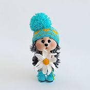 Куклы и игрушки handmade. Livemaster - original item Knitted toy hedgehog with chamomile. Handmade.