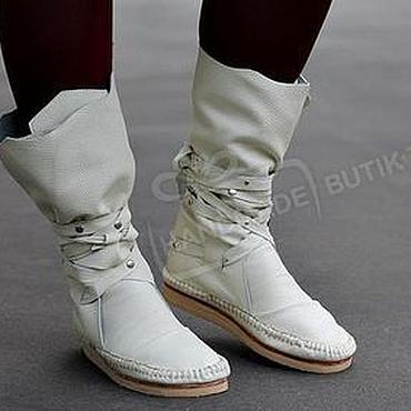 Обувь ручной работы. Ярмарка Мастеров - ручная работа Сапоги-Мокасины из фактурной молочной кожи  С ЗАКЛЕПКАМИ. Handmade.
