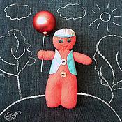 Куклы и игрушки ручной работы. Ярмарка Мастеров - ручная работа Веселый человечек - мальчик МИТЯ с воздушным шариком. Handmade.