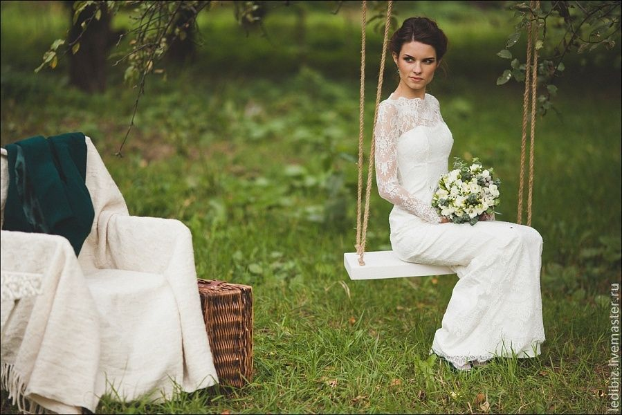 Fitted Style Ivory Lace Wedding Dress With Long Sleeves L38