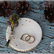 Свадебный салон ручной работы. Ярмарка Мастеров - ручная работа Лесная тарелочка для колец с микро-шишками:). Handmade.