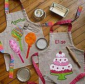 Работы для детей, ручной работы. Ярмарка Мастеров - ручная работа подарочные фартучки с вышивкой. Handmade.