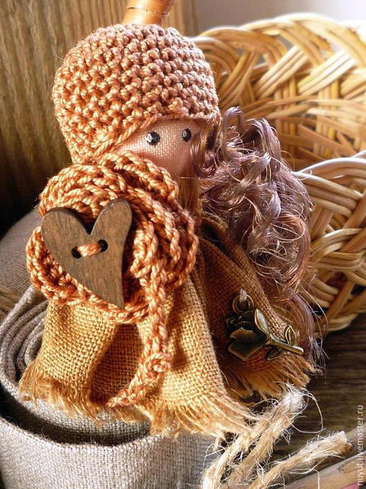 """Броши ручной работы. Ярмарка Мастеров - ручная работа. Купить """"Негромко август входит в душу..."""" текстильная брошь куколка. Handmade."""