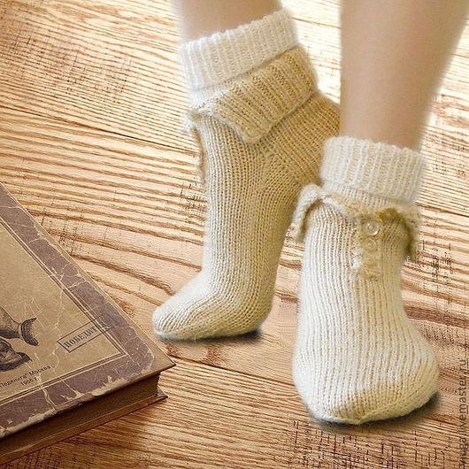 Носки шерстяные, вязаные, связаны вручную спицами в одну нить. Модный аксессуар, украшение для ног, эко. Носочки очень мягкие, объемные, теплые. Чудесный подарок, чтобы выразить свою любовь и подарить