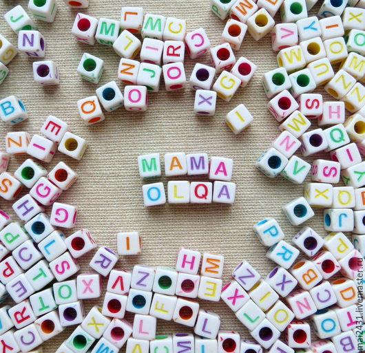 Бусины-кубики 6мм c цветными буквами