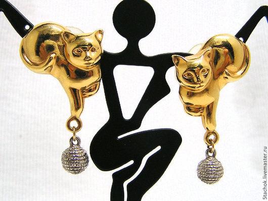 """Винтажные украшения. Ярмарка Мастеров - ручная работа. Купить Серьги-гвоздики """"Котики и мячики"""" под золото и серебро (Avon США). Handmade."""