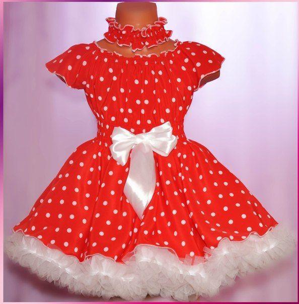Детское красное платье в черный горошек