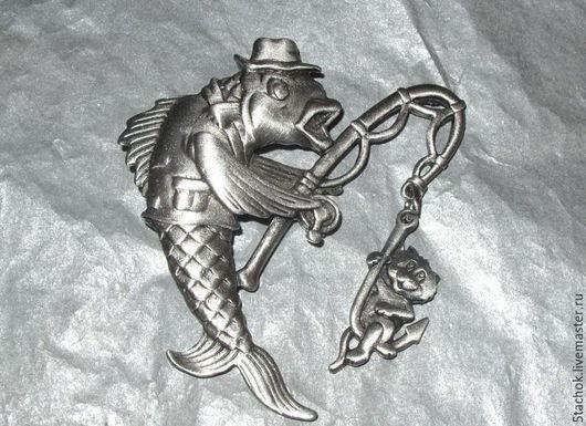"""Винтажные украшения. Ярмарка Мастеров - ручная работа. Купить Брошь """"Рыбка поймала котика"""" под олово (JJ США). Handmade."""
