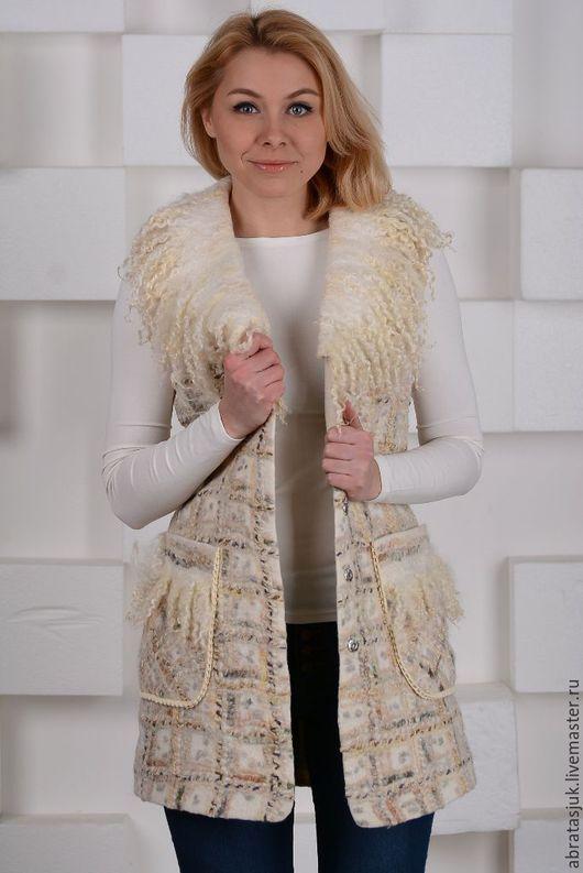Верхняя одежда ручной работы. Ярмарка Мастеров - ручная работа. Купить Пальто-жилет в твидовой технике с эко-мехом. Handmade.